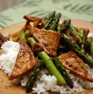 Šparagų tofu