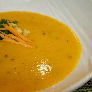 Trinta česnakų ir morkų sriuba