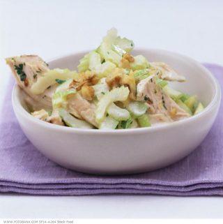 Vištienos ir salierų salotos