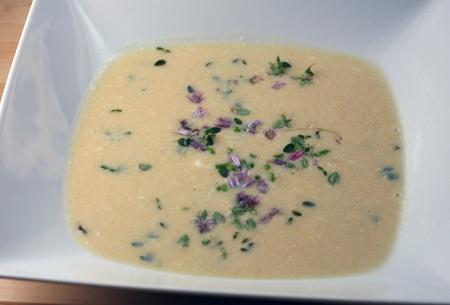 Česnakinė sriuba su kiaušiniu