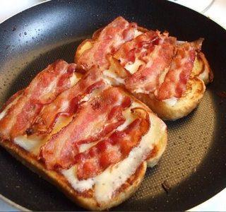 Keptas sumuštinis su kiaulienos šonine