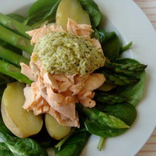 Lašišos ir virtų bulvių salotos