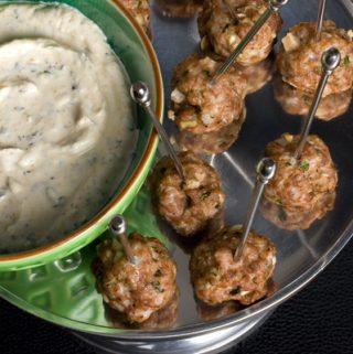 Avienos kukuliai su feta sūriu ir alyvuogėmis