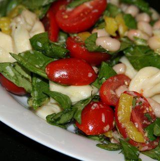 Tortellini makaronų salotos