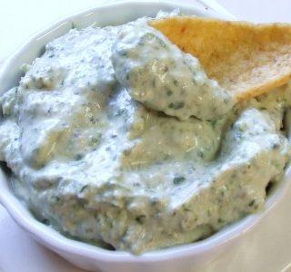 Tuno padažas prie bulvių traškučių