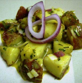Karštos bulvių salotos