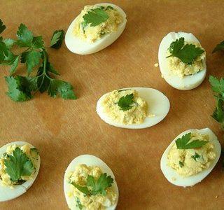 Farširuoti kiaušiniai su tunu