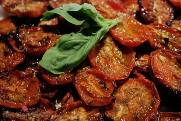 Keptų pomidorų užkandis prie vyno