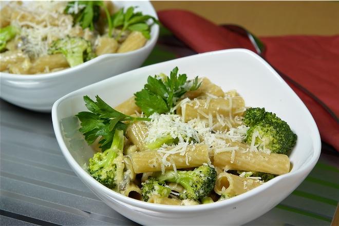 Makaronai su brokoliais ir vištiena