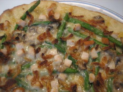 Pica su mėsos faršu ir ankštinėmis pupelėmis