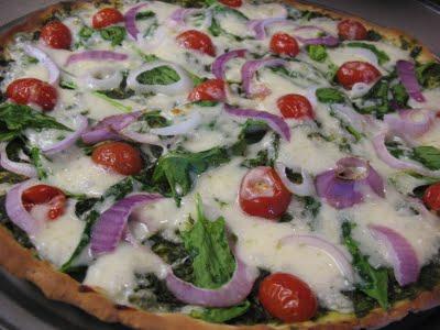 Pica su mozzarella sūriu ir špinatų pesto