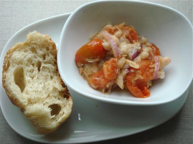 Pomidorų ir pupelių mišrainė