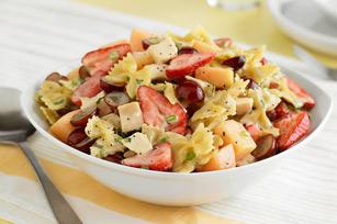 Vaisinės makaronų salotos su kalakutiena