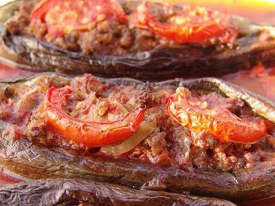 Kepti baklažanai įdaryti su mėsa