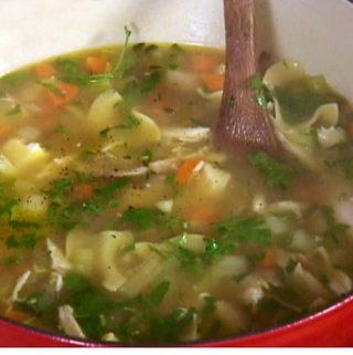 Greita vištienos sriuba su makaronais