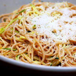 Spaghetti makaronai su cukinijomis