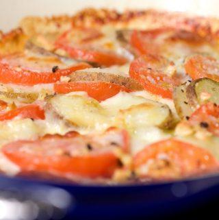 Pomidorų ir bulvių užkepėlė su sūriu