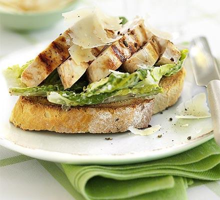 Cezario salotų sumuštinis