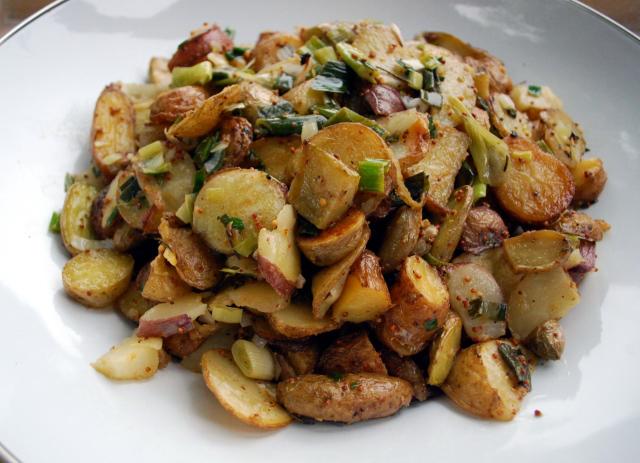 Kaimiškai keptos bulvės