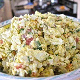 Kiaušinių ir keptų daržovių mišrainė