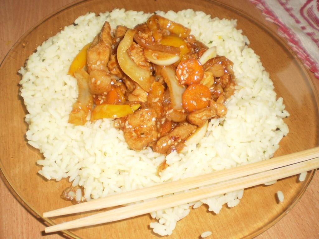 Lengvai paruošiama kiauliena su saldžiarūgščiu padažu (kinietiškai)