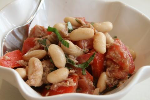 Pupelių ir pomidorų salotos su tunu