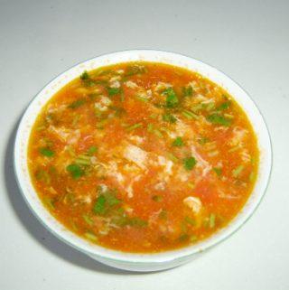 Sriuba su kiaušiniais ir pomidorais
