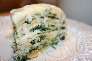 Lietinių blynų tortas su sūriu ir grybais