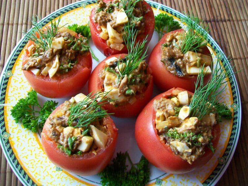Pomidorai įdaryti šprotais