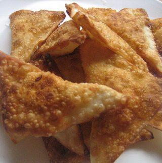 Užkandiniai kepti trikampėliai su sūriu