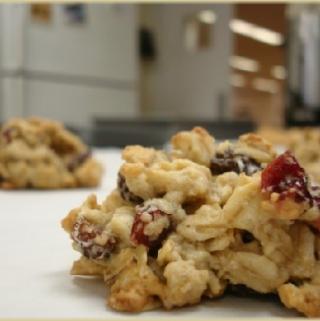 Avižiniai sausainiai su džiovintomis vyšniomis