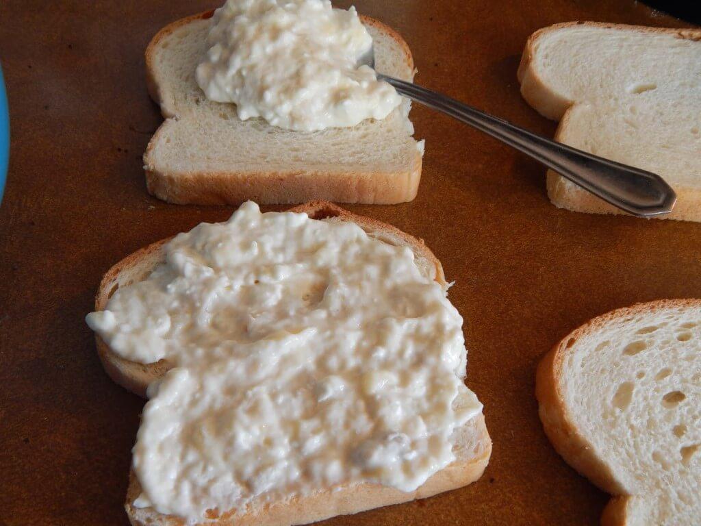 Karšti saldūs sumuštiniai su varškės sūriu