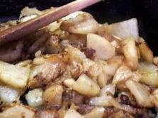 Keptos bulvės su jautienos konservais