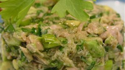 Tuno ir avokadų salotos