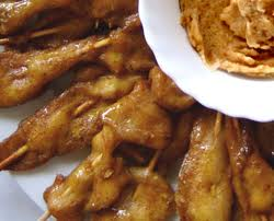 Vištienos užkandis su riešutų sviesto padažu