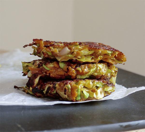Japoniški kopūstų blyneliai (Okonomiyaki)