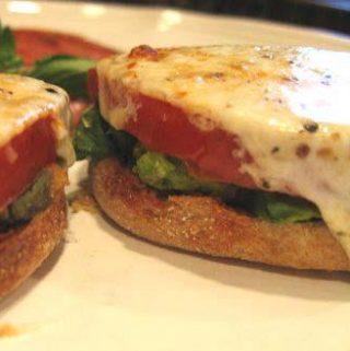 Karštas sumuštinis su avokadu