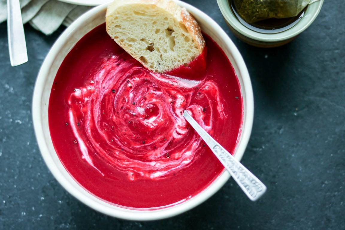 Trinta česnakinė burokėlių sriuba