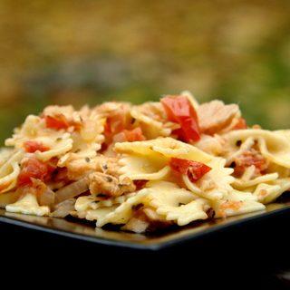 Makaronai su tunu ir pomidorais