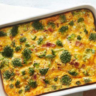 Brokolių, kiaušinių ir kiaulienos šoninės apkepas