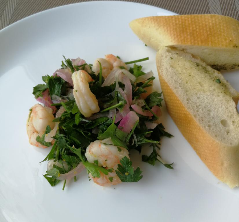 Krevečių ir petražolių salotos