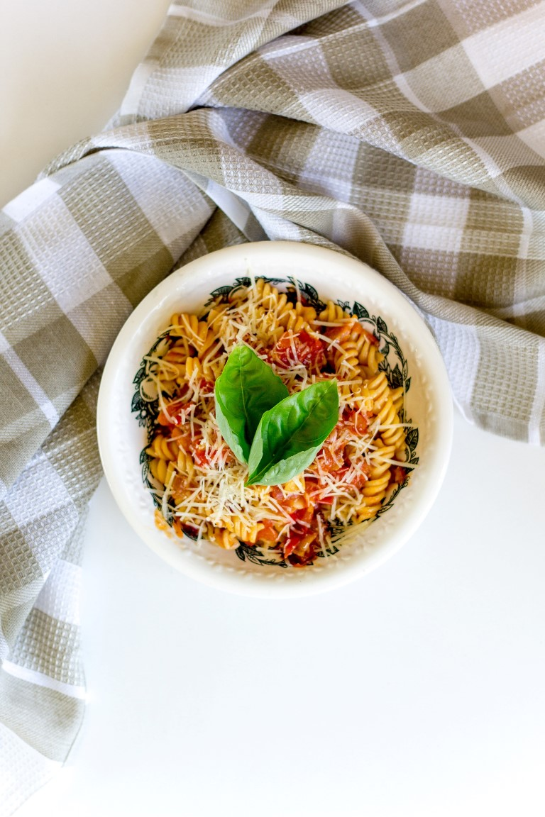 Makaronai su šviežiais pomidorais
