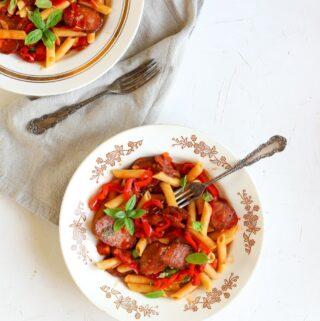 Makaronai su dešrelėmis ir pomidorais